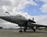 印度采购36架法国飙风战机(图)因价格谈不拢,法国提出新报价。(GEORGES GOBET/AFP/Getty Images)