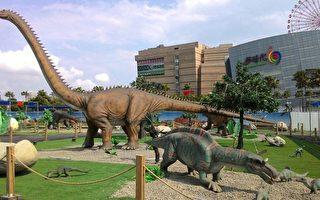 「訪河遊港」捷運自由行和「輕軌輕旅行」,二大行程都加入恐龍元素。(高市觀光局提供)