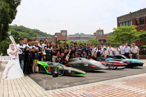 大葉大學參加環保節能車大賽,抱回七座獎盃。(郭益昌/大紀元)