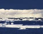 研究人员指出,覆盖在东南极洲上的冰河正在快速消融,图为2015年发布的东南极洲最大的冰川──120公里长,30多公里宽的托滕冰川。(Esmee van Wijk/CSIRO/AFP)