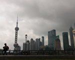 上海6月1日再出地王,中標方是央企信達地產,該公司剛剛在5月27日在杭州拿下一塊全國總價地王。 (PHILIPPE LOPEZ/AFP/Getty Images)