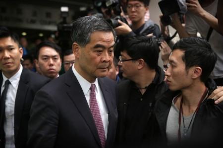 5月24日,有港媒報導,曾付香港特首梁振英近5千萬港元的澳洲企業UGL香港分公司打算今年6月底撤離香港。圖為,2016年4月22日,梁振英離法庭。 (ISAAC LAWRENCE/AFP/Getty Images)