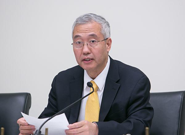 Giáo sư y học Uông Chí Viễn phát biểu tại một cuộc họp. (Ảnh: ca.ntdtv.com)