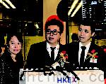 永骏国际主席何建伟(中)和执行总裁何建邦(右)出席上市仪式。(梁珍/大纪元)