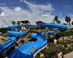 乌山头水库风景区设有高空滑水道等多样游乐设施,是大小朋友尽情地玩水的好去处。(嘉南农田水利会嘉义分会提供)