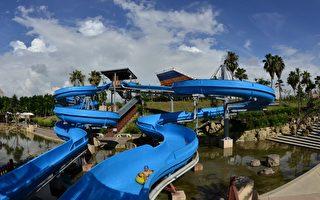 烏山頭水庫風景區設有高空滑水道等多樣遊樂設施,是大小朋友盡情地玩水的好去處。(嘉南農田水利會嘉義分會提供)