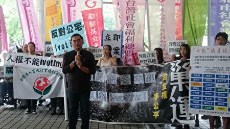 中原大学建筑系教授曾光宗呼吁,公共住宅议题回归专业讨论,理性解决实际问题。(萧轩/大纪元)