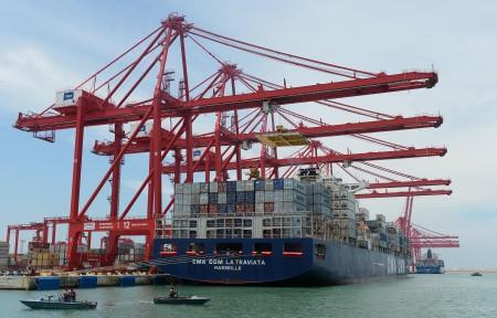经济部长李世光指出,依赖中国无法救出口,真正问题是台湾的内需不振、投资不足,应该要从GDP成长问题下手。(AFP)