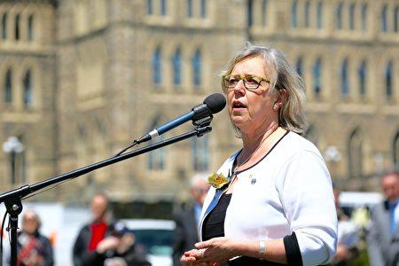 绿党领袖、国会议员伊丽莎白.梅(Elizabeth May)女士。