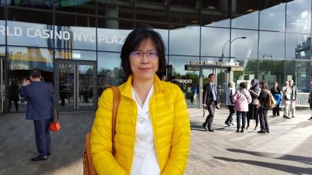 台湾法轮功人权律师团发言人朱婉琪女士在紐約參加5.13世界法輪大法日慶典活動談訴江案。(駱亞/大紀元)