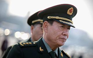 5月10日,劉源現身仕途起步之地河南,並向「故鄉」捐贈上將軍服。(Feng Li/Getty Images)