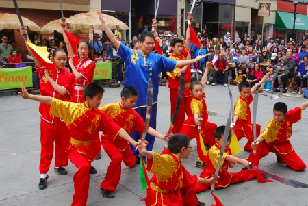 5月22日,新澤西州薩默塞特郡舉辦亞裔傳統月慶祝活動。圖爲中國功夫表演。(謝凌/大紀元)