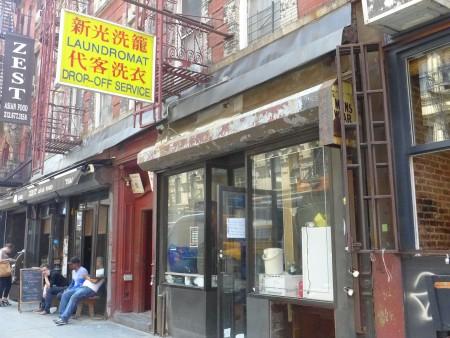 位於華埠布隆街(Broom)249號的「新光洗衣店」,即將月底關門。 (蔡溶/大紀元)