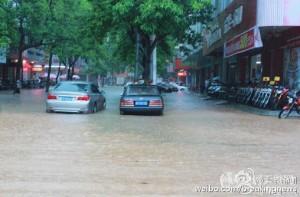 广东省近日遭遇极端罕见的强降雨袭击,茂名市信宜市成重灾区。(网络图片)