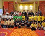 美东中文学校协会第43届年会获奖学生合影。 (邱豹/大纪元)