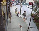 王子街37-05号长城印刷公司的摄像头近日仍录得附近居民在其公司门口乱丢垃圾。 (长城印刷公司提供)