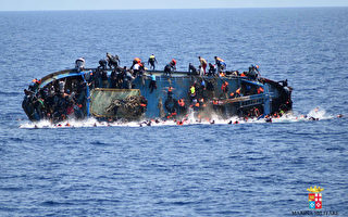 一艘難民船25日在跨越地中海時翻覆。 (AFP)