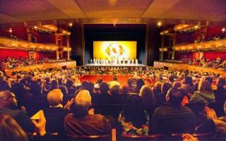 2016年5月1日,神韵巡回艺术团在新州纽瓦克新泽西表演艺术中心的演出大爆满,两次临时增加的座位被一订而光。(戴兵/大纪元