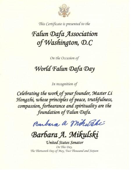 馬里蘭州聯邦參議員芭芭拉‧米庫斯基(Barbara Mikulski)五月十三日向華盛頓特區法輪大法學會頒發褒獎。