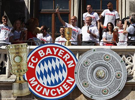拜仁慕尼黑經過點球大戰,擊敗多特蒙德,奪得隊史第18個德國盃冠軍,並再次獲得了聯賽和盃賽「雙冠王」。(Alexandra Beier/Bongarts/Getty Images)