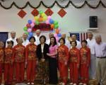 彩虹中心老人齐相聚  同祝母亲节日快乐。(大纪元/文竹)