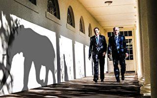 """美国前中情局局长迈克尔·海登(Michael Hayden)对大纪元说,在十多年的反恐中,美国政府忽略了""""房间里的大象""""——中共。(Mandel Nagan/AFP/Getty Images; Photo Illustration by Jens Almroth/Epoch Times)"""