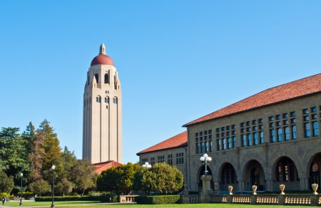 美国斯坦福大学今年录取率创下了历史新低,录取率仅4.69%,但入读斯坦福大学却并非是生活中最难完成的任务。图为斯坦福大学校园。(Fotolia)