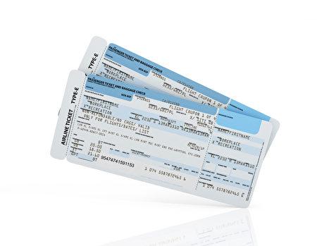 美联航表示,与一年前相比,接下来的暑假期间,机票价格将下跌6%~8%。(fotolia)
