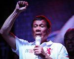 2016年5月1日,菲律宾总统候选人杜特蒂(Rodrigo Duterte)在菲律宾马尼拉劳动节竞选集会期间。 (Dondi Tawatao/Getty Images)