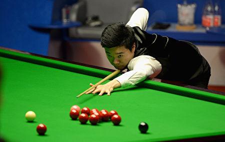 丁俊晖以14比18负于马克-塞尔比,无缘冠军。 (Gareth Copley/Getty Images)