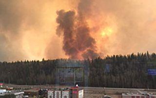 加拿大大火烧红了天 15岁少女逃离途中遇难