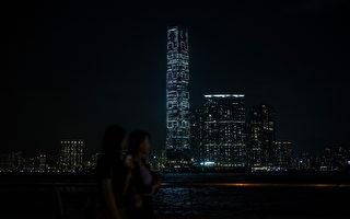 抗議張德江 顛覆性數字閃爍在香港最高樓