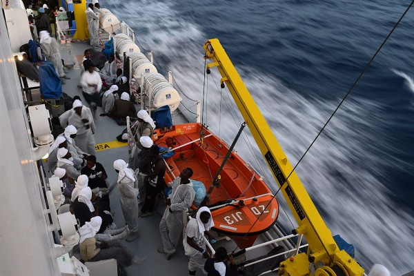地中海频发船难 难民死亡数或高达900人