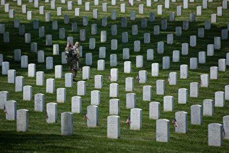TOPSHOT - Members of the US Army place American flags at graves at Arlington National Cemetery May 26, 2016 in Arlington, Virginia in preparation for Memorial Day. / AFP / Brendan Smialowski (Photo credit should read BRENDAN SMIALOWSKI/AFP/Getty Images)