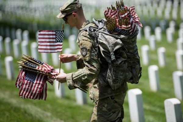 组图:阵亡将士纪念日活动彰显美国精神