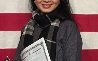 杰出人才、陶艺艺术家金涛昨天加入美国籍。(施萍/大纪元)