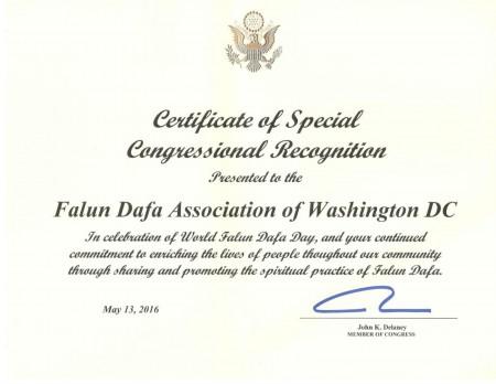馬里蘭州聯邦眾議員約翰‧德蘭尼(John K. Delaney)五月十三日向華盛頓特區法輪大法學會頒發特別褒獎,祝賀世界法輪大法日。