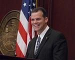 佛罗里达布劳沃德郡郡长Marty Kiar褒奖法轮大法。(郡长办公室)