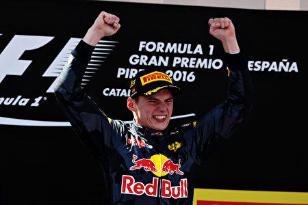 18歲荷蘭小將維斯塔潘首次代表紅牛出戰便奪得西班牙站冠軍,成為F1歷史上最年輕的分站冠軍。 (Mark Thompson/Getty Images)