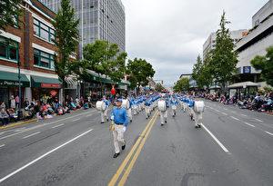 图:5月23日,维多利亚日庆典大游行中法轮大法队伍。(大宇/大纪元)