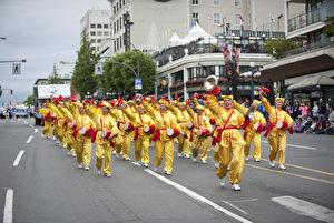 图:5月23日,维多利亚日庆典大游行中法轮大法游行队伍。(大宇/大纪元)