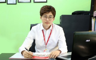 Robin是宿雾CELC语言学校的老板之一,在CELC创业初期历经困难与挫折,曾经几度想要放弃,不过,内心执著为韩国年轻人提供一个良好且价格合理的英文学习环境,和哥哥Lian就咬紧牙根撑了下来。(CELC语校提供)