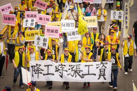 劳动部长郭芳煜表示,若全面实施周休二日,时薪应随工时下降来调整,将从每小时120元涨至126元,最快7月上路。(陈柏州 /大纪元)