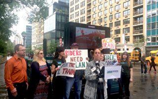 曼哈頓區長布魯爾(中)望MTA提供更好的替代乘車方案。 (柯婷婷/大紀元)