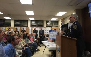 市警109分局11日召开5月份警民会议,康福迪局长提醒防范电话诈骗和身份盗窃。 (林丹/大纪元)
