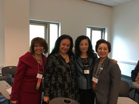 圖為現任紐約大學州教育廳雙語教育專員金世芸(右二)、華人家長會會長朱寶玲(右一)與紐約州教育理事會主席Betty Rosa(左二)、紐約市教育局副局長Milady C. Baez合影(左一)。 (金世芸提供)