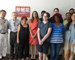 民主党地区女代表珍妮花(左四)28日在华埠基丝汀街55号为其竞选办公室揭幕。  (蔡溶/大纪元)