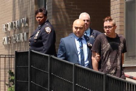 5月26日,警察將賴威爾遜押往法庭。 (唐誠/大紀元)