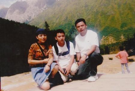 李智一家2007年於中國
