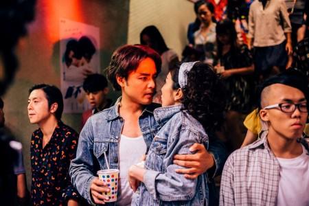 《滚石爱情故事》剧照,图为明道与杨谨华。(公视提供)